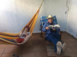 Con Elisa leyendo